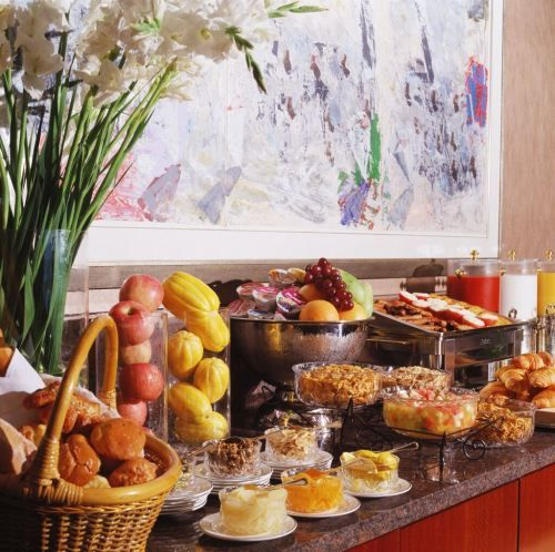 7 methods to take full advantage of your hotel's breakfast buffet multi-layer sandwich