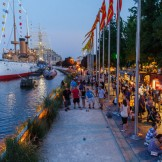 People enjoying Spruce Street Harbor Park in Philadelphia
